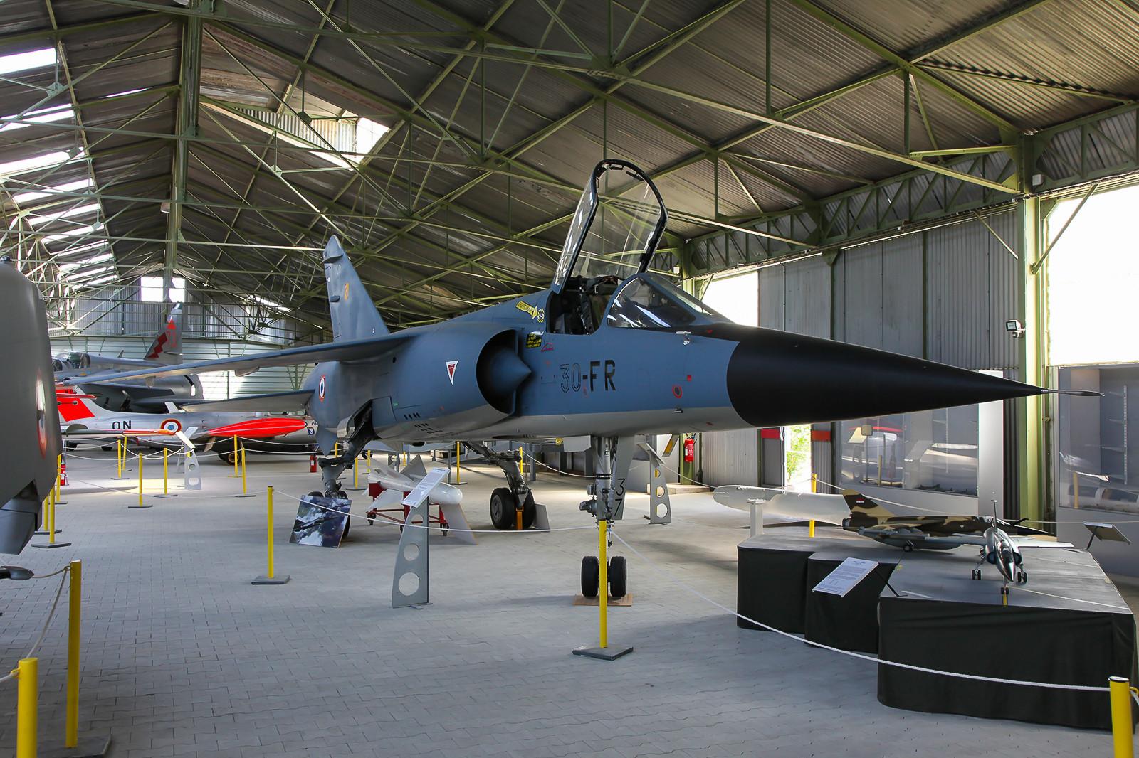 """Mirage F-1C """"37"""" im Museum von Montelimar"""