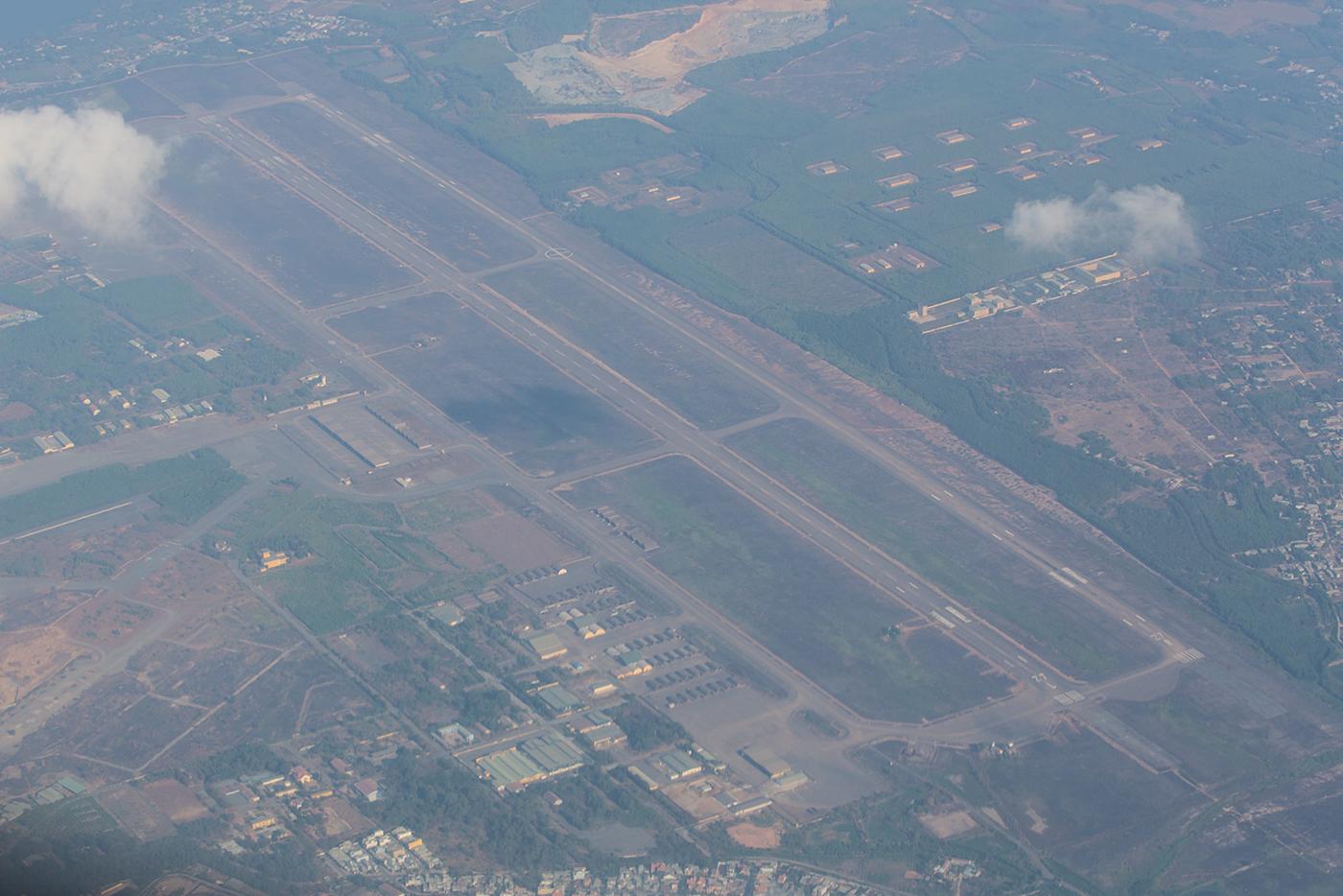 Die Air Base Bien Hoa von oben. Einst US-Stützpunkt ist sie heute Heimat eines Fighter-/Bomberregiments mit Sukhoi Su-30.
