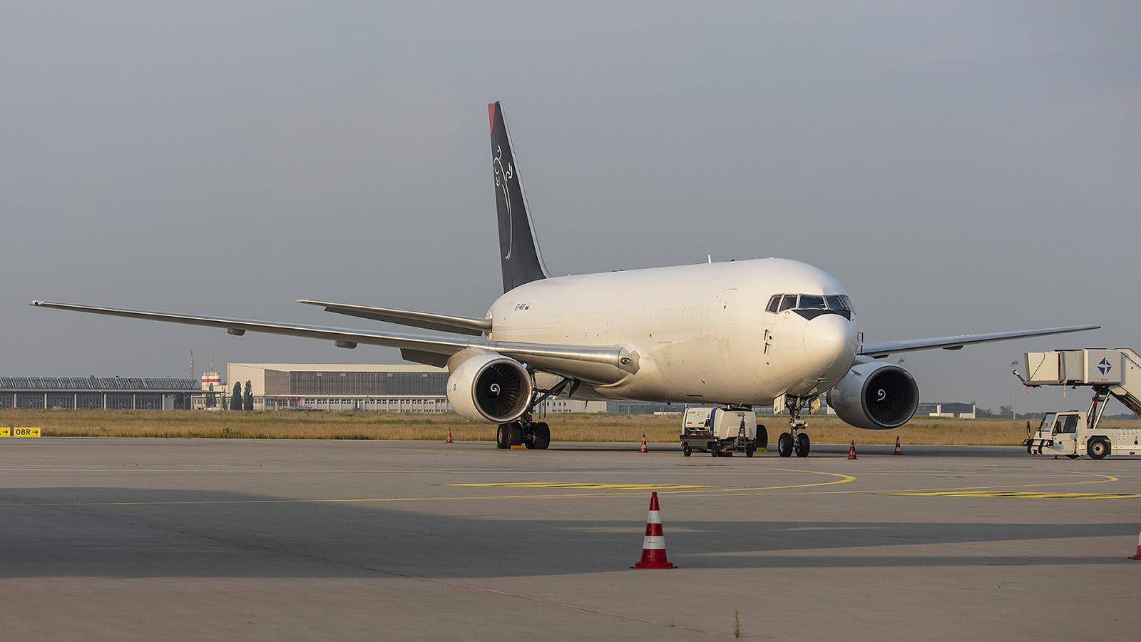 Eine schöne Überraschung war diese Boeing 767-281(BDSF) von Sky Taxi. (ex-ANA)