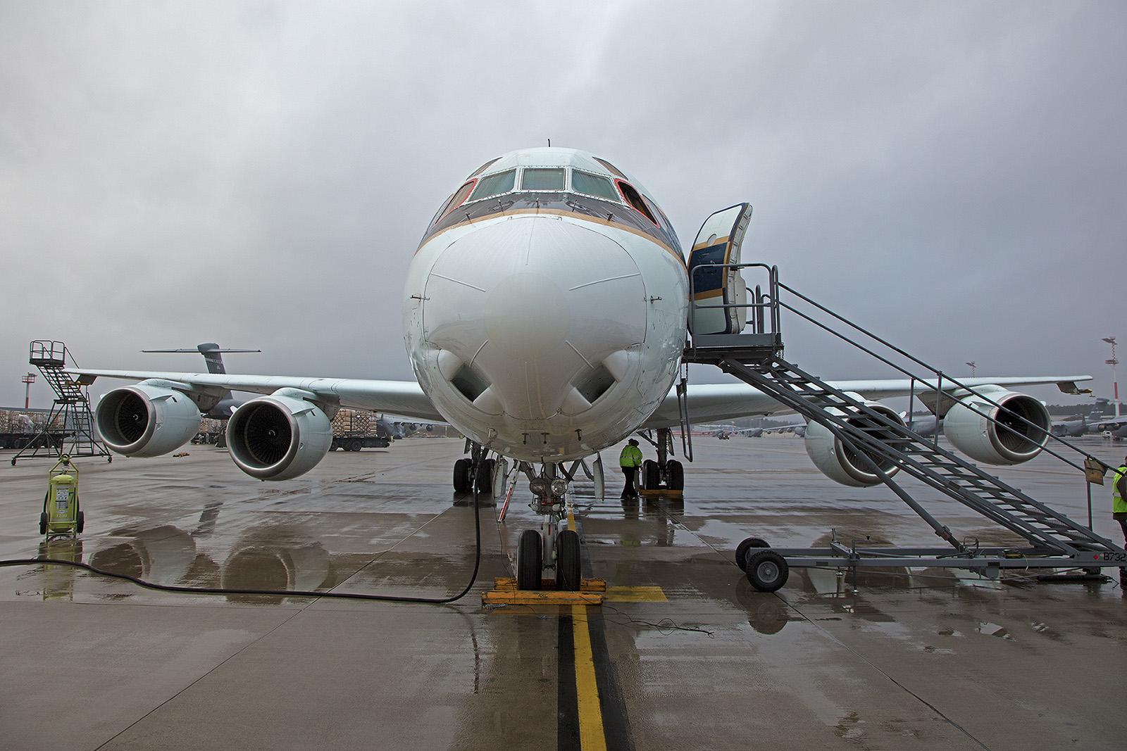 Die DC-8 von vorne.
