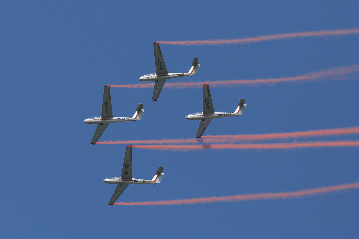 4x Blanik beim Segelflugzeugkunstflug.