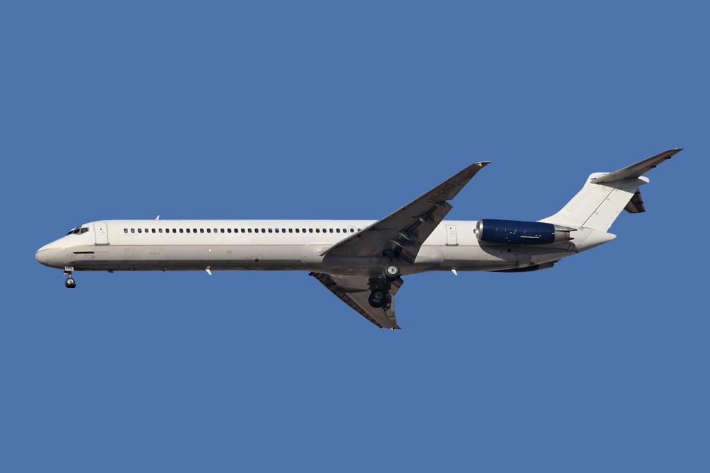 MD 82 der Khors Air aus der Ukraine, der Vorbesitzer Continental ist noch eindeutig erkennbar.