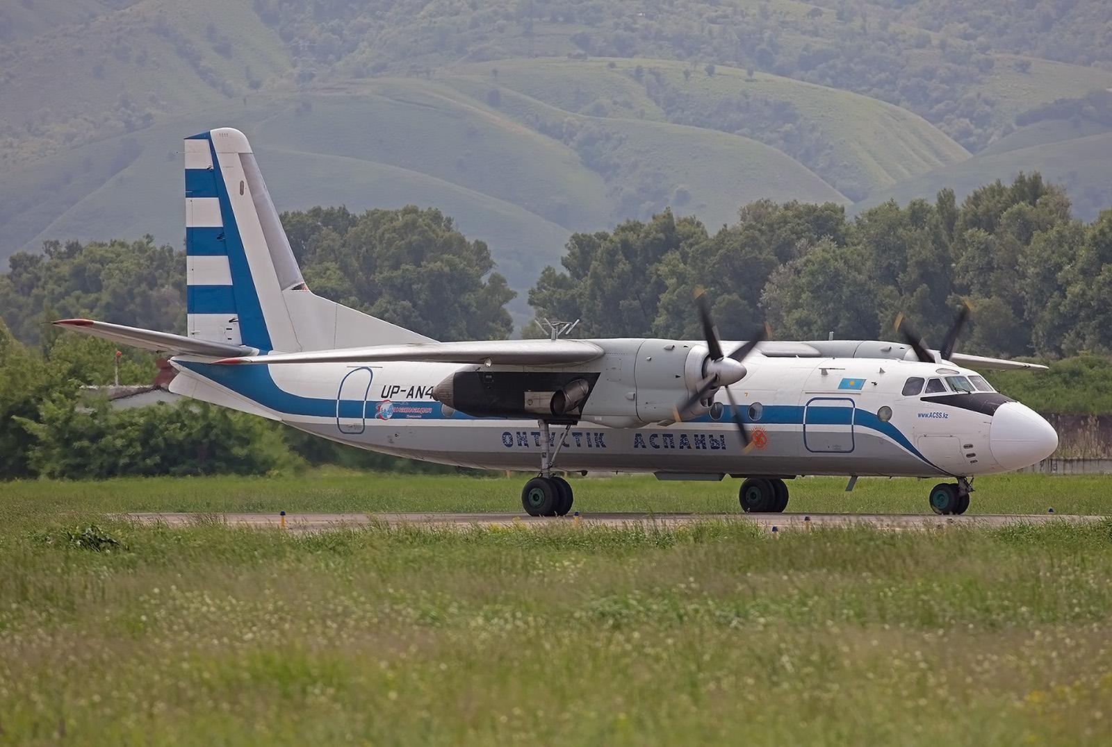 Mehrmals in der Woche ist diese Antonov an 24 für die Scat Air unterwegs.