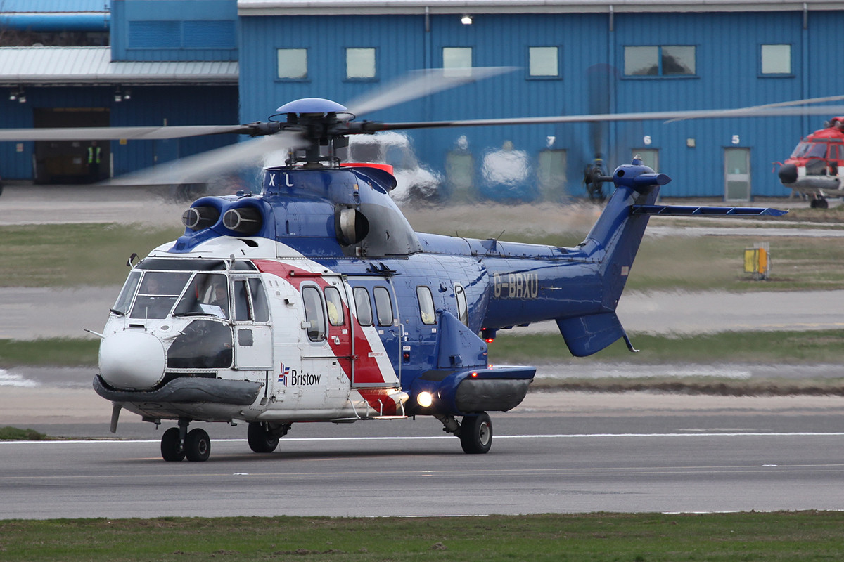Bristow Super Puma beim Start.