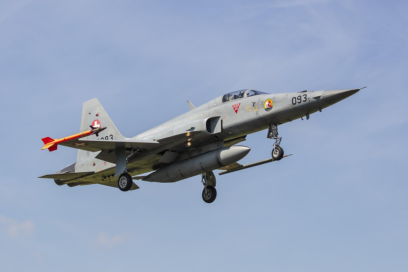 Die F-5 werden noch immer von Reservisten geflogen, obwohl die Milizstaffeln offiziell alle aufgelöst sind.
