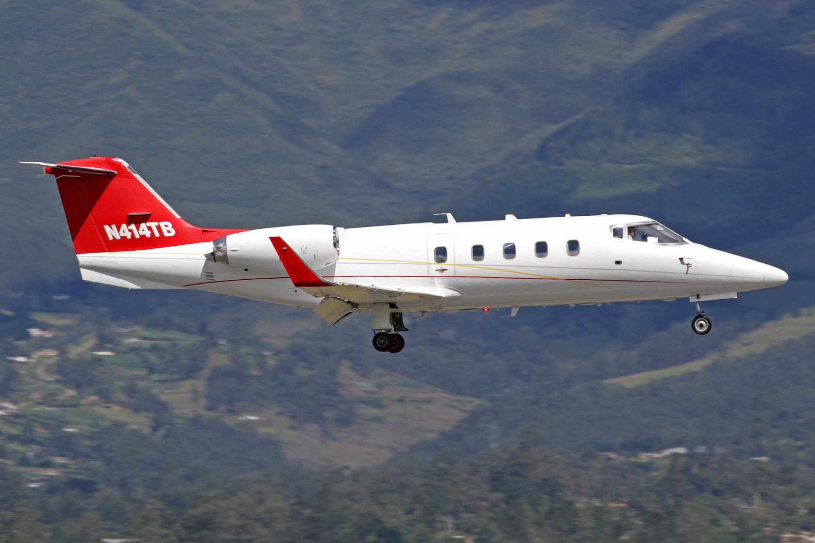 Beech Jet 324 LLC LearJet 55 N414TB - Obwohl er in den USA registriert ist wird dieser BizJet von einer ecuadorianischen Bank betrieben