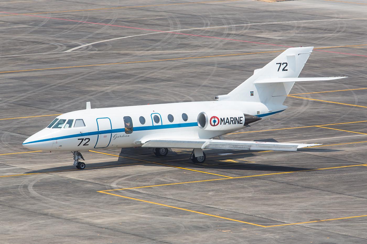 Die Delegation der französischen Marine reiste mit dieser Falcon 20 an.