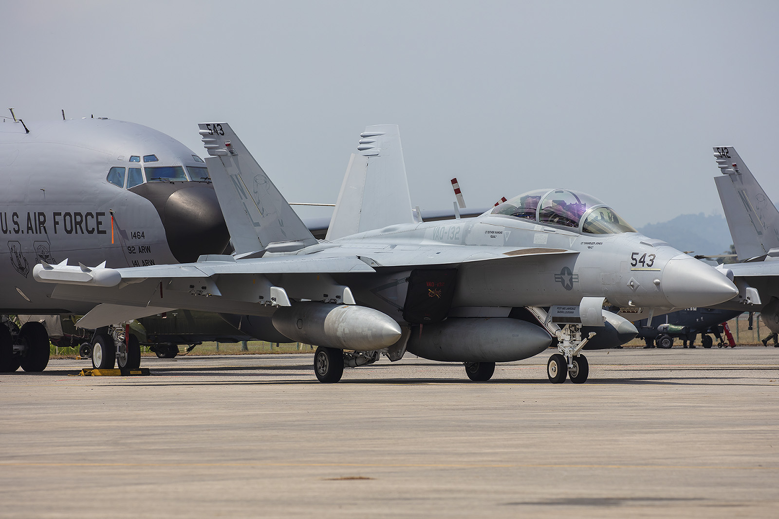 Im Vergleich zur alten Hornet ist die neue Generation F-18 ordentlich gewachsen.