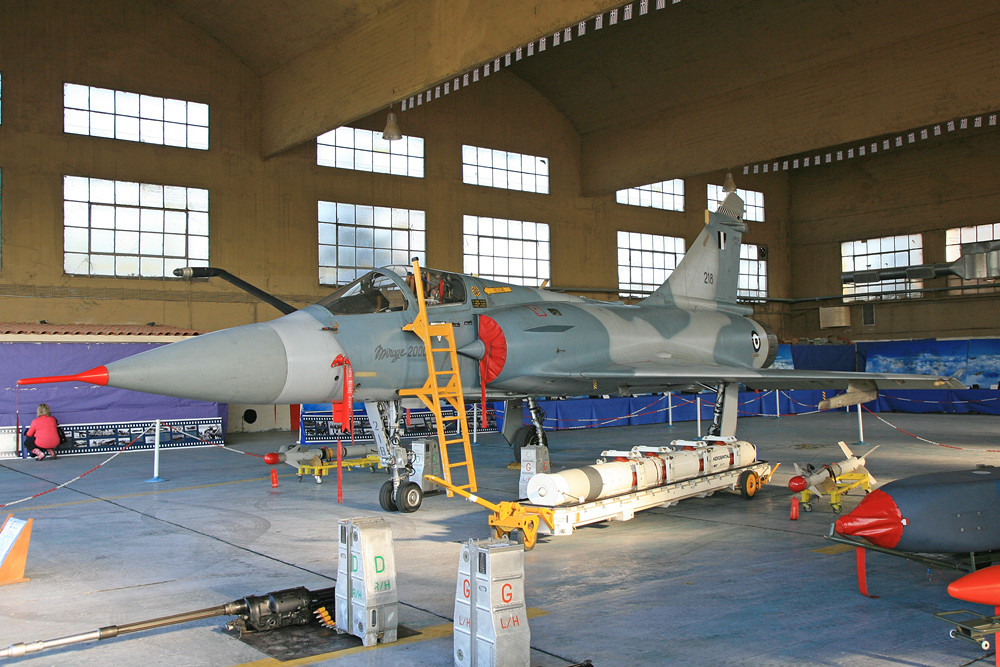 Eine kleine Auswahl der Bewaffnung für die Mirage 2000.