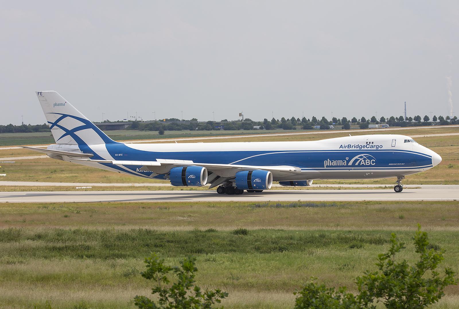 Silk Air nahm diese Boeing 747-8F nicht ab und so kam sie zu Air Bridge Cargo, einem Unternehmen der Volga-Dnepr-Gruppe.