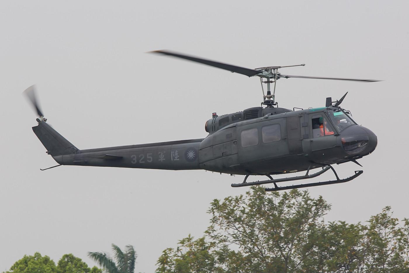 Die UH-1H basieren noch deutlich auf dem ursprünglichen Entwurf, ausgestattet mit einer 1000-kW-(1400-PS)-Lycoming-T53-L-13B-Turbine.
