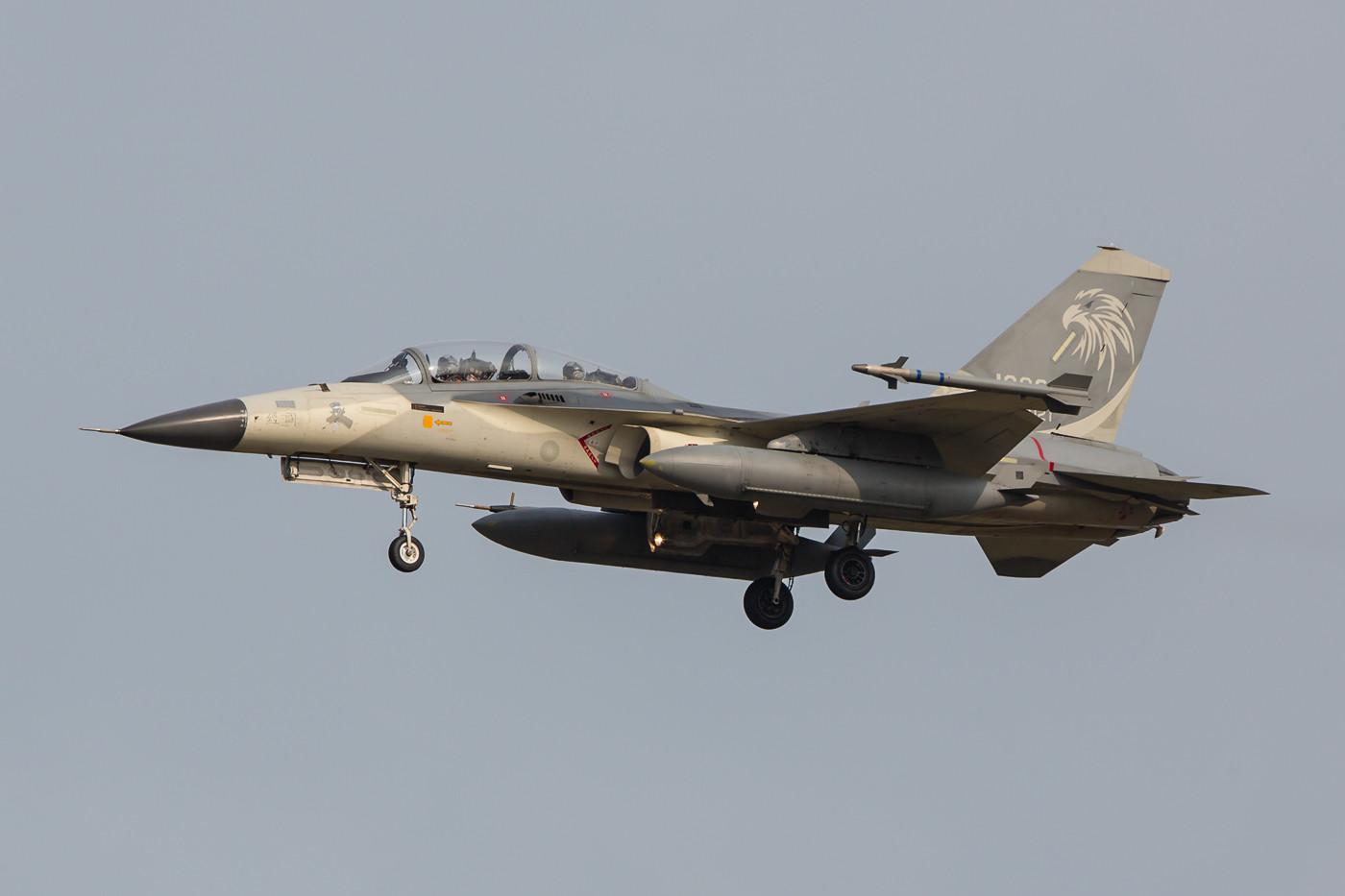 Die F-CK-1 ist im Vergleich zur F-16, an der ihr Entwurf angelehnt ist, deutlich kleiner.