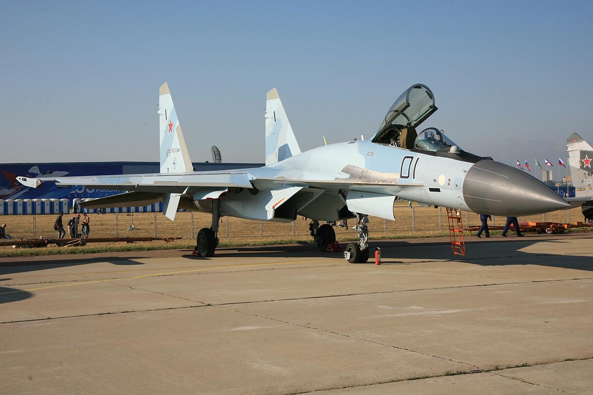 Suchois Standardjäger, die SU-27.