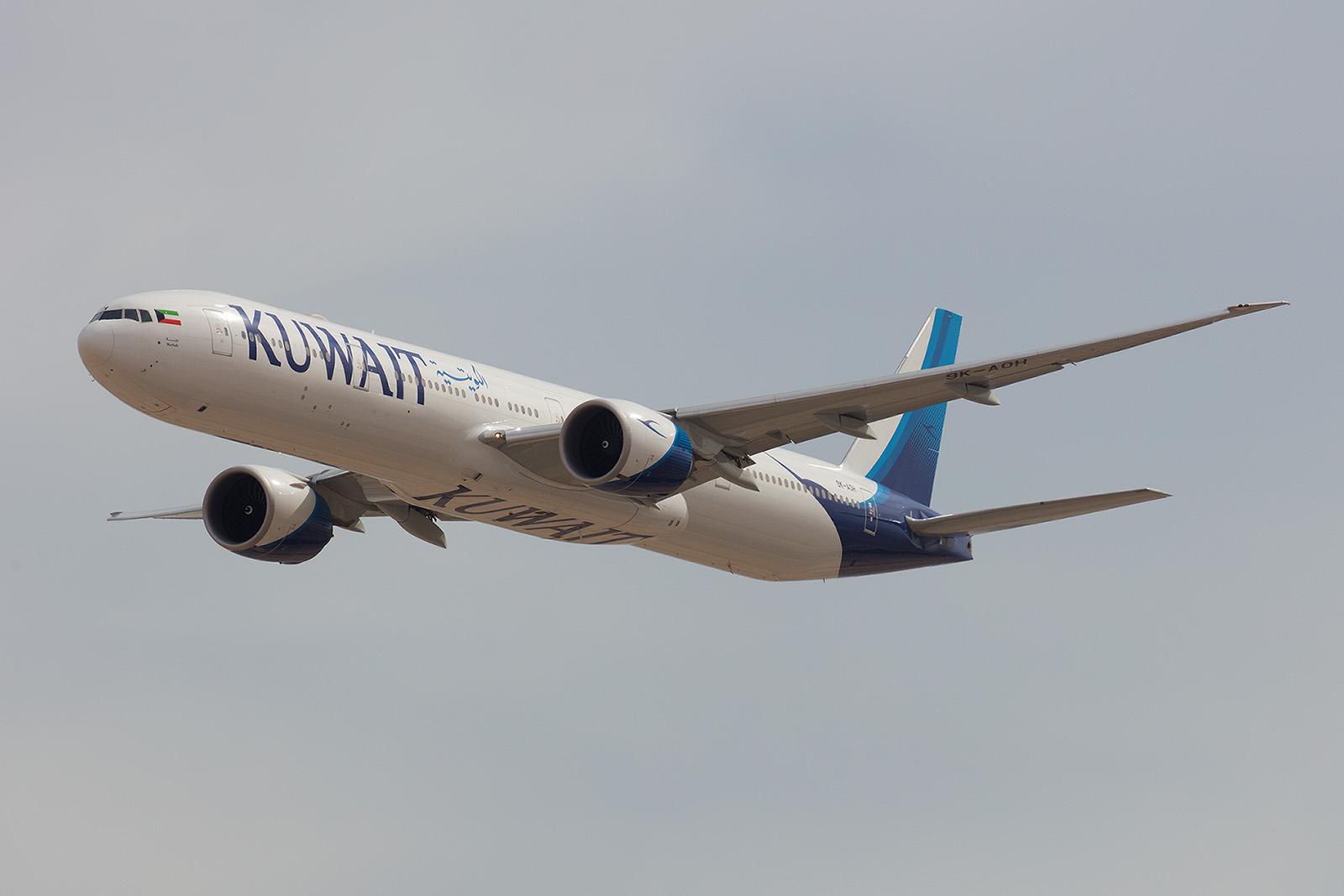 Überflug einer Boeing 777 der Kuwait Airways.