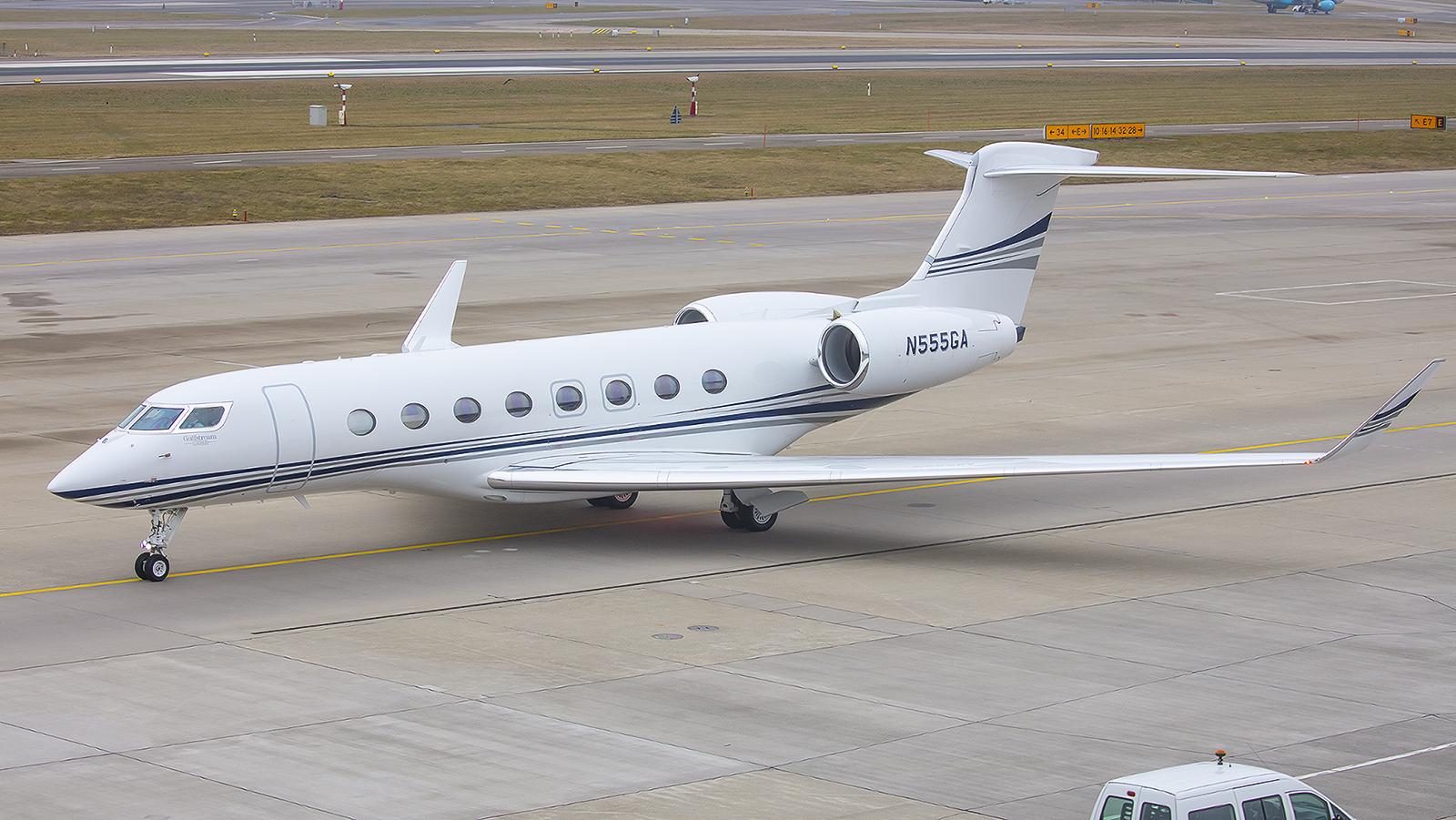TVPX ARS INC besitzt diese Gulfstream G550. Die Firma ist spezialisiert auf Dienstleistungen im Bereich der Privatfliegerei.