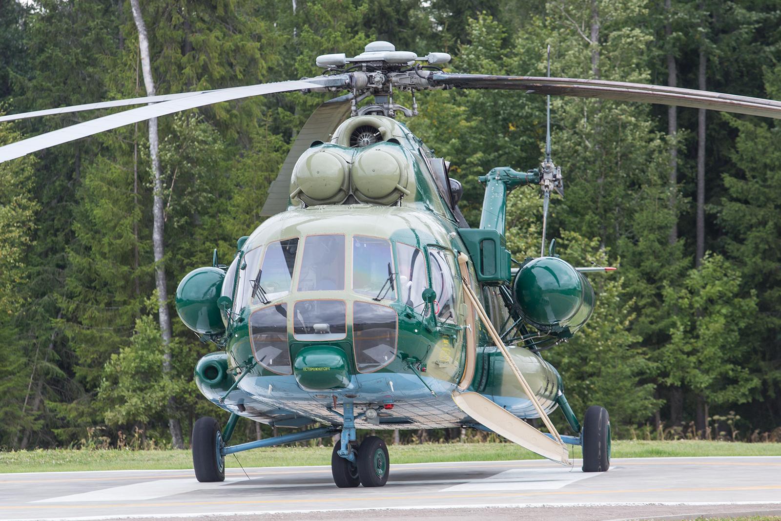 Eine Mil Mi-8S ohne Kennung auf dem Helipad am Park Patriot.