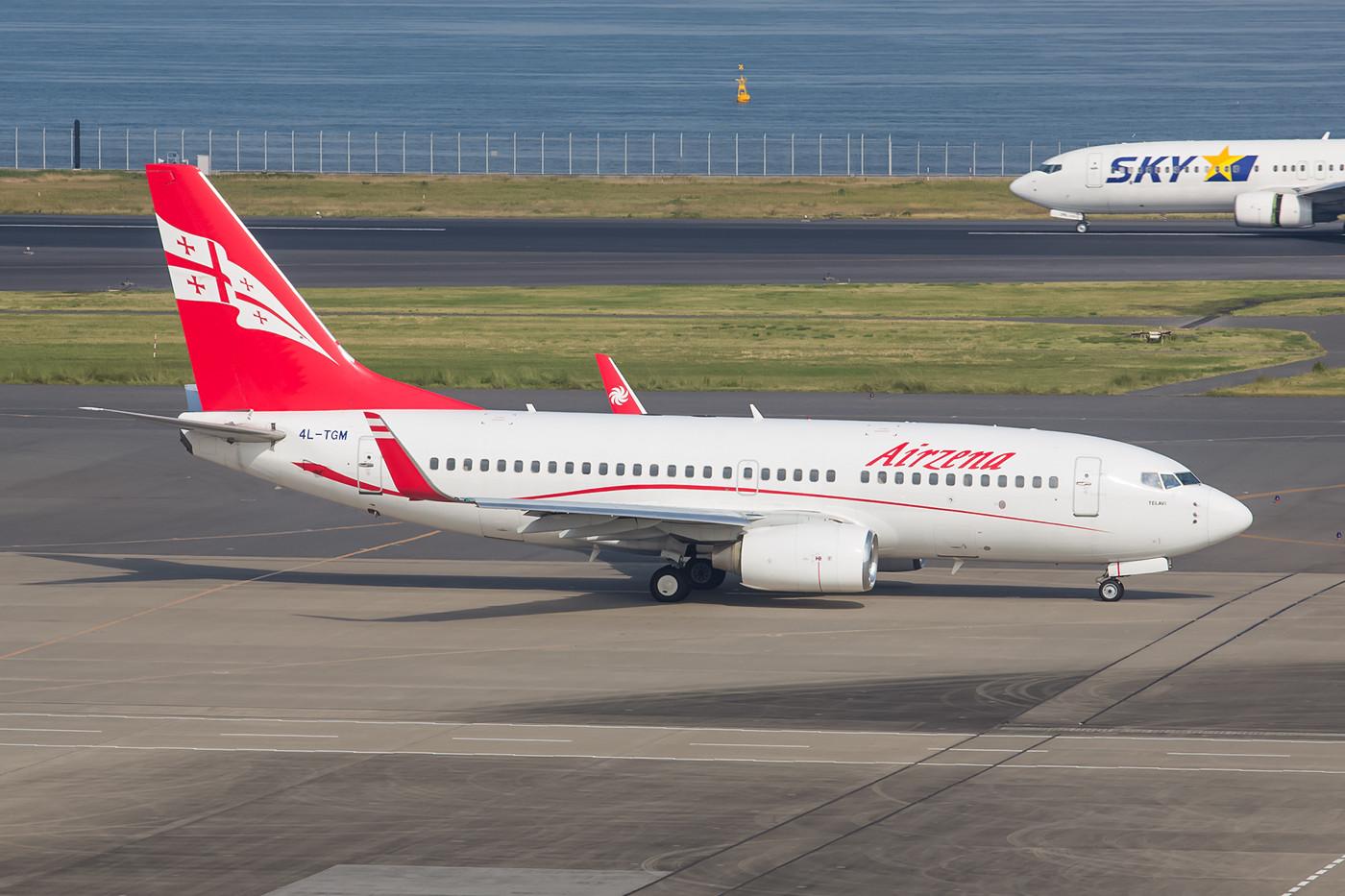 Staatsbesuch aus Georgien, Boeing 737-700 der Airzena