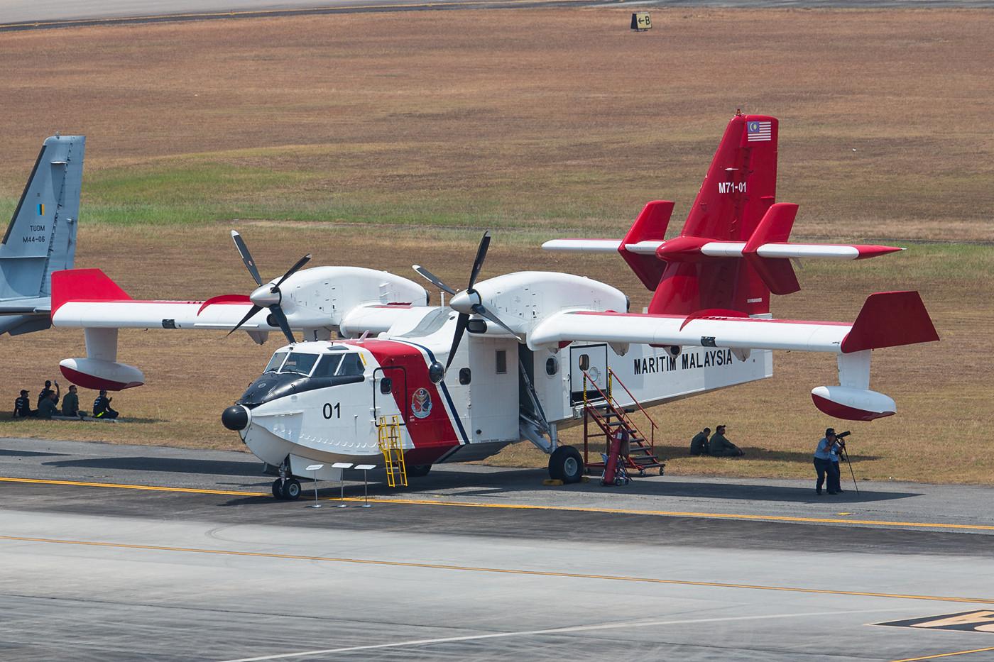 Eine von zwei CL-415 der Coast Guard.