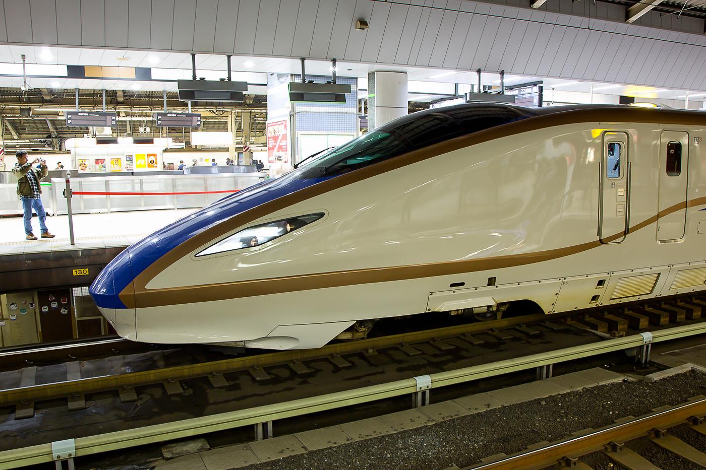 Der neueste Zugtyp der JR East ist der E7, er fährt auf der Strecke Tokyo - Nagano, welche im März 2015 nach Kanazawa verlängert wird.