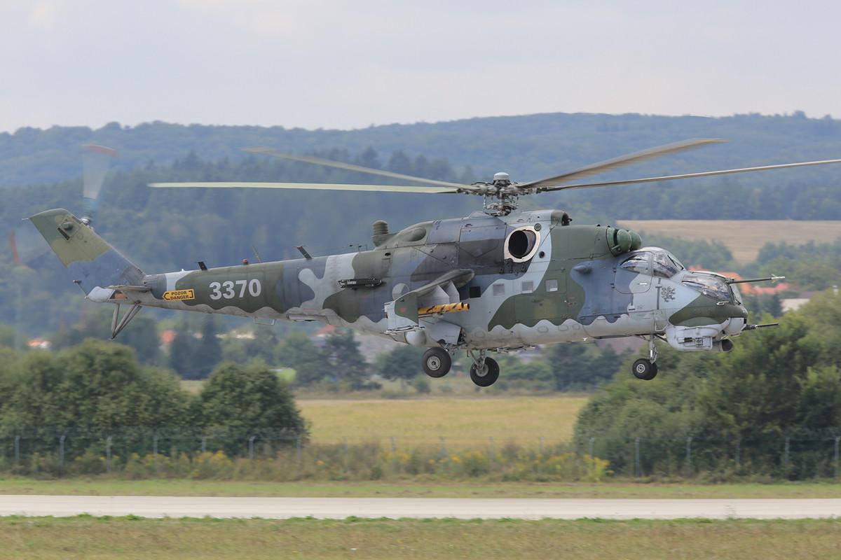 Mal ohne Sonderlackierung kamen die MI-35 aus Namest nach Sliac