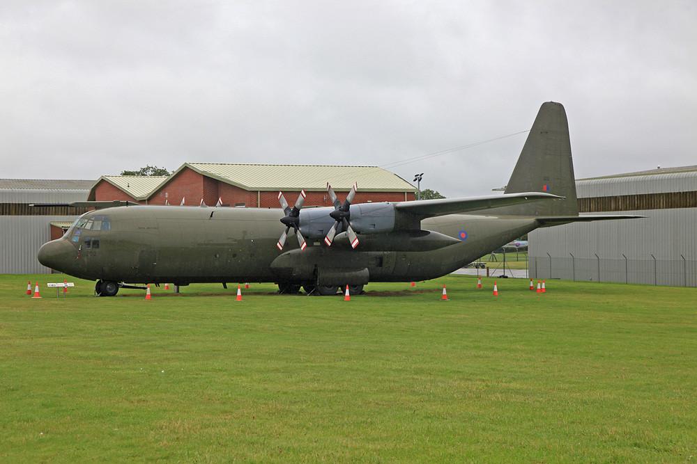 Lockheed C-130K Hercules C.3 im strömenden Regen.