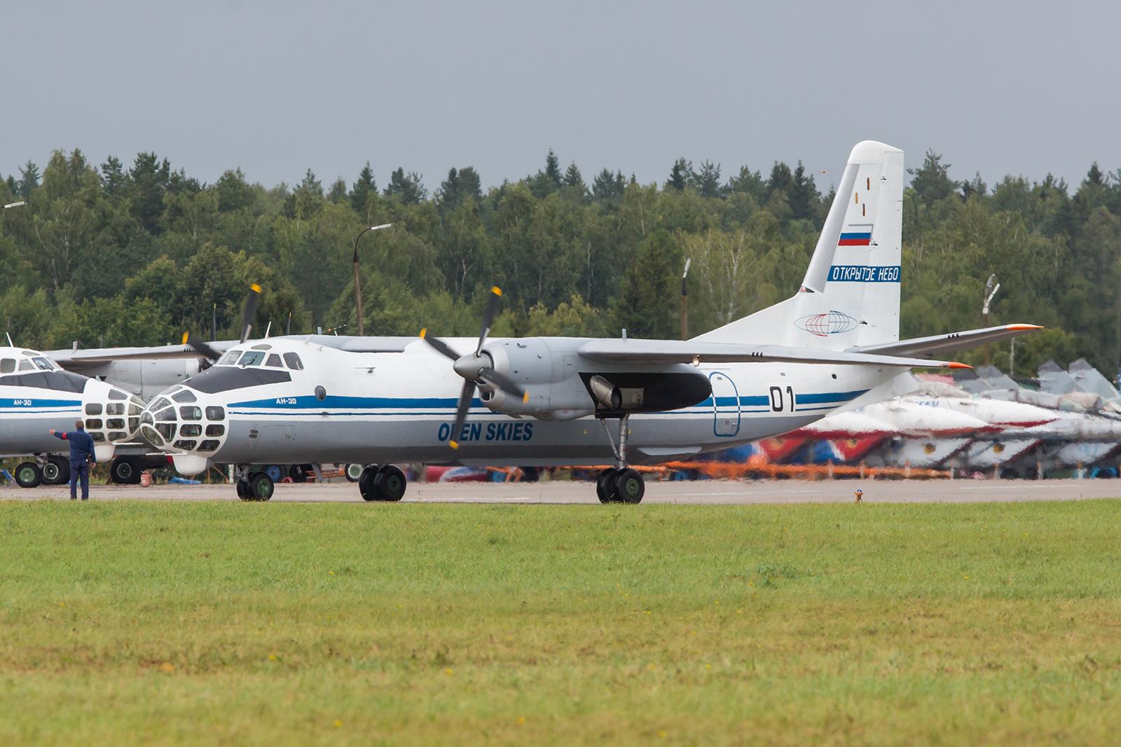Diese Antonov An-30 kehrte von einer Mission zurück.