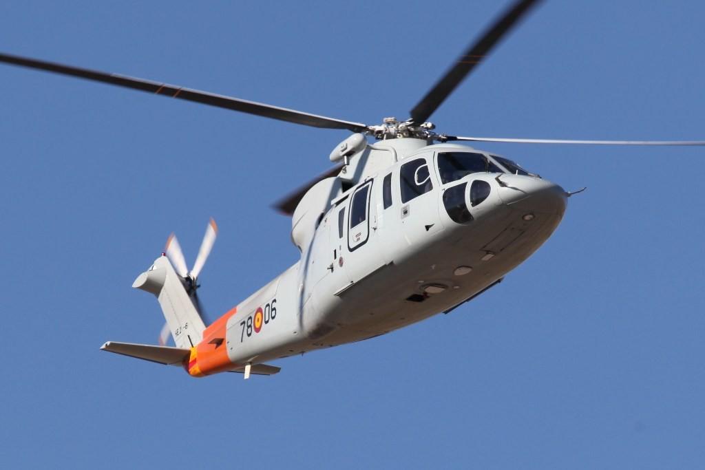 Die S-76 nutzen für den Start die gesamte Bahn. Sie rollen an, wie ein Flugzeug und heben dann irgendwann ab.