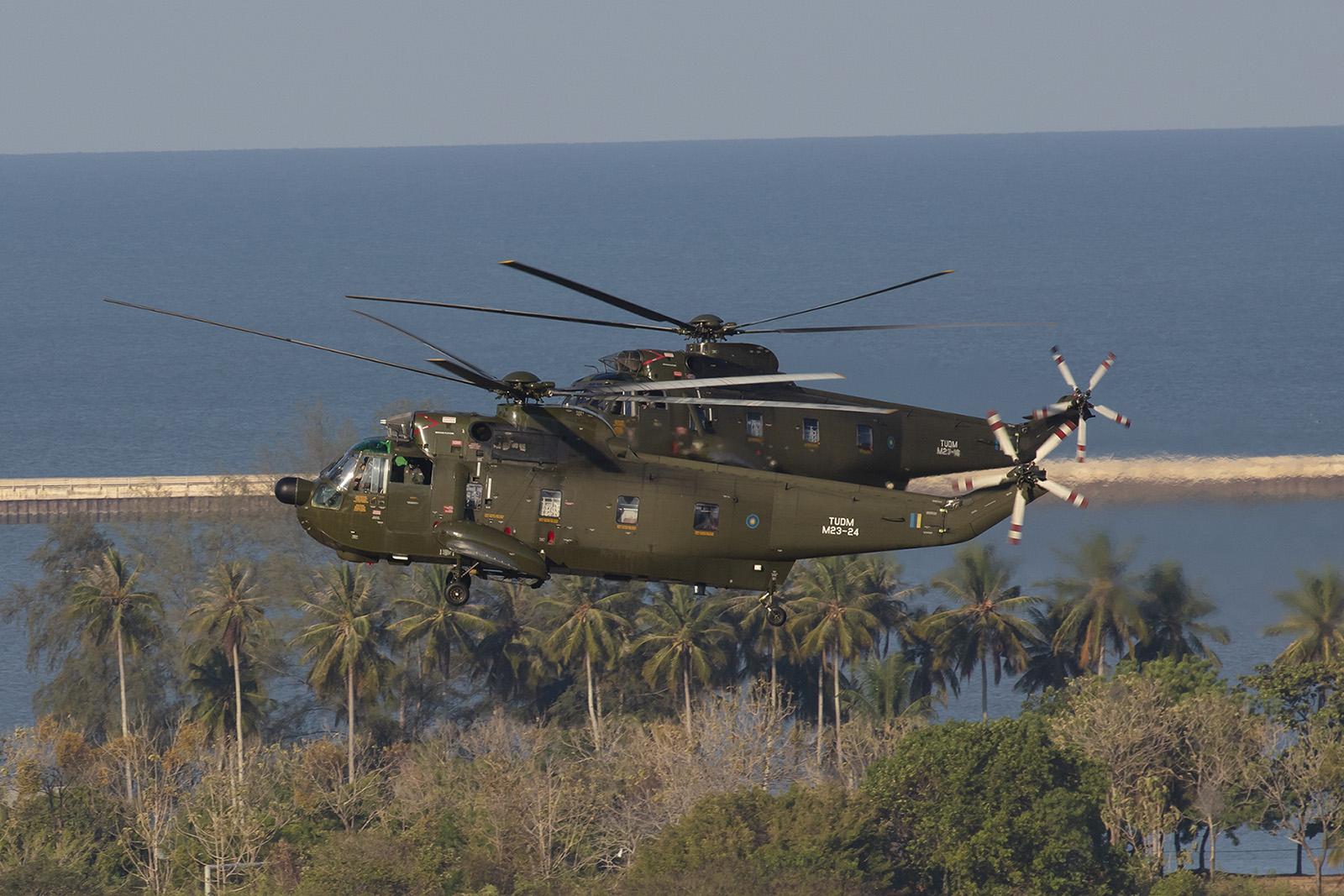 Auch die Hubschrauber zeigten in der Eröffnungszeremonie ihre Fähigkeiten.