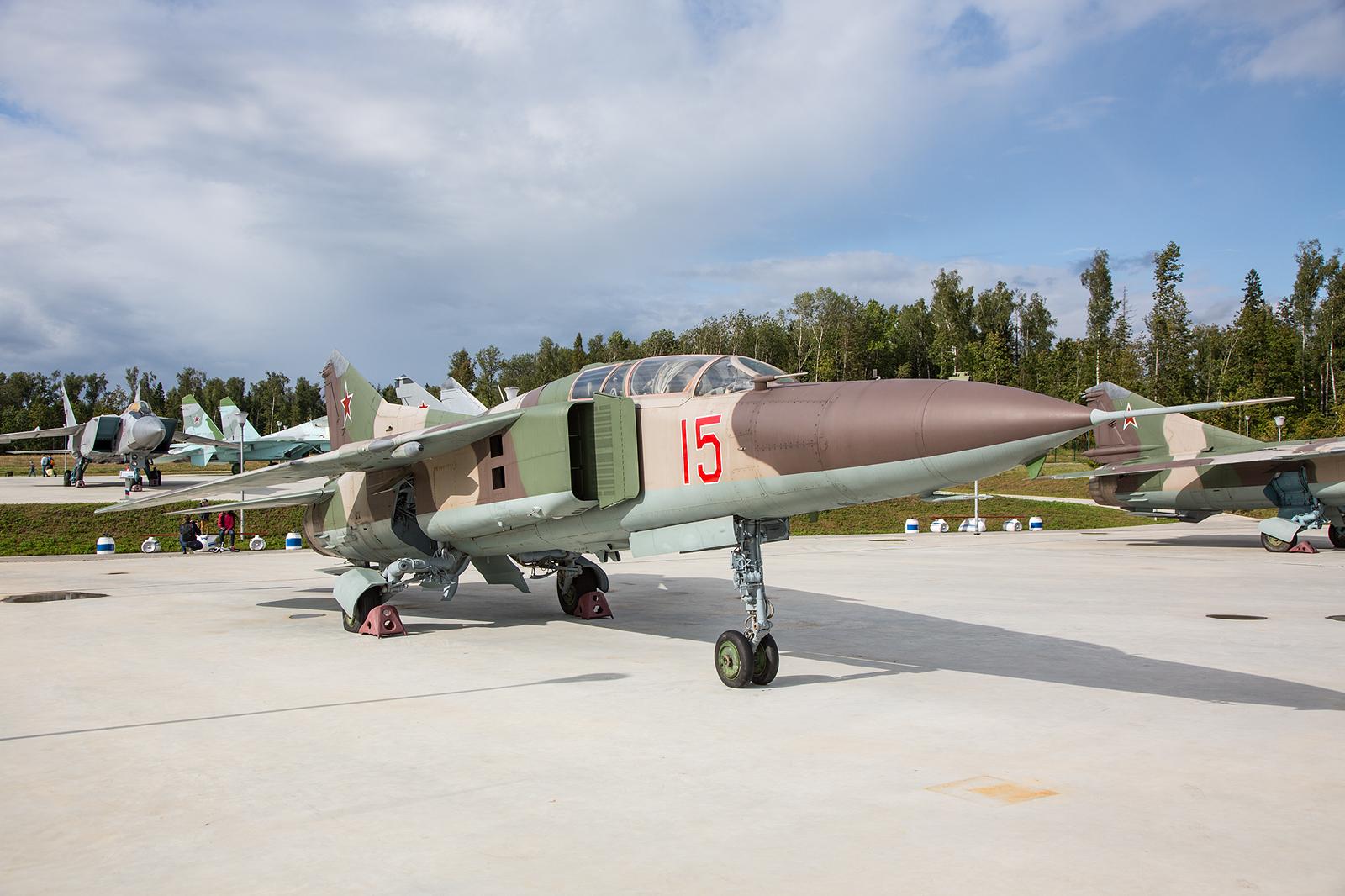 Der Doppelsitzer MiG-23UB, für die Schulung.