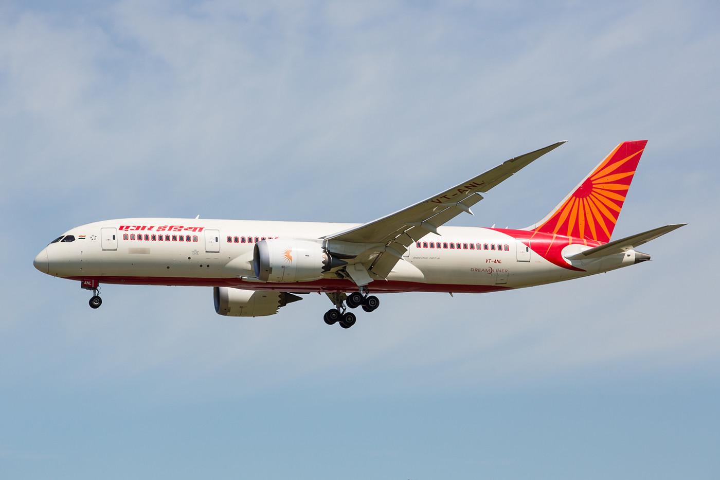 Air India hat täglich drei Kurse in die britische Hauptstadt, jedoch nur die Verbindung nach Mumbai wird mit dem Dreamliner beflogen.