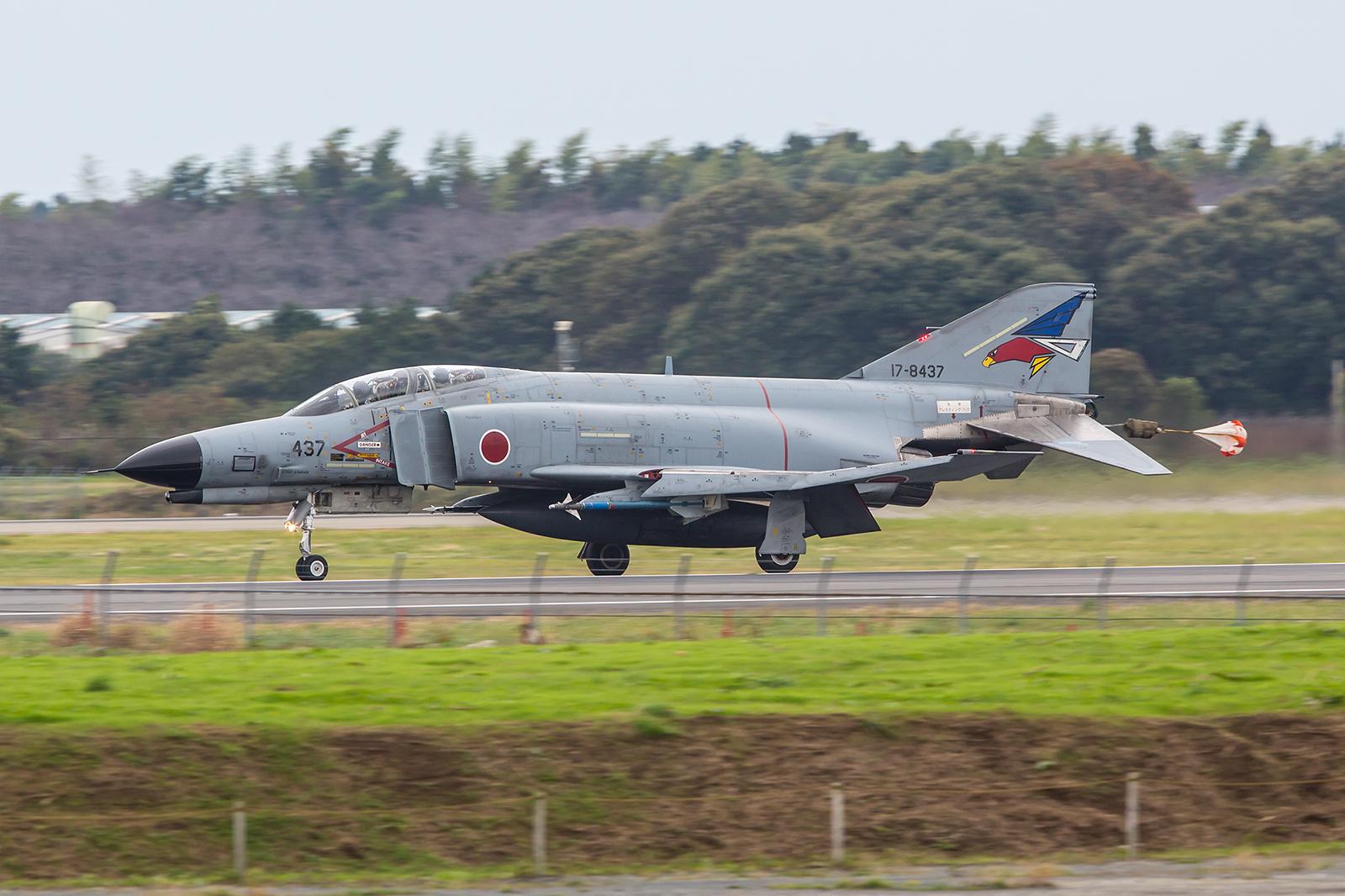 Eine Phantom der 303 Hikotai vom Parkplatz aus.