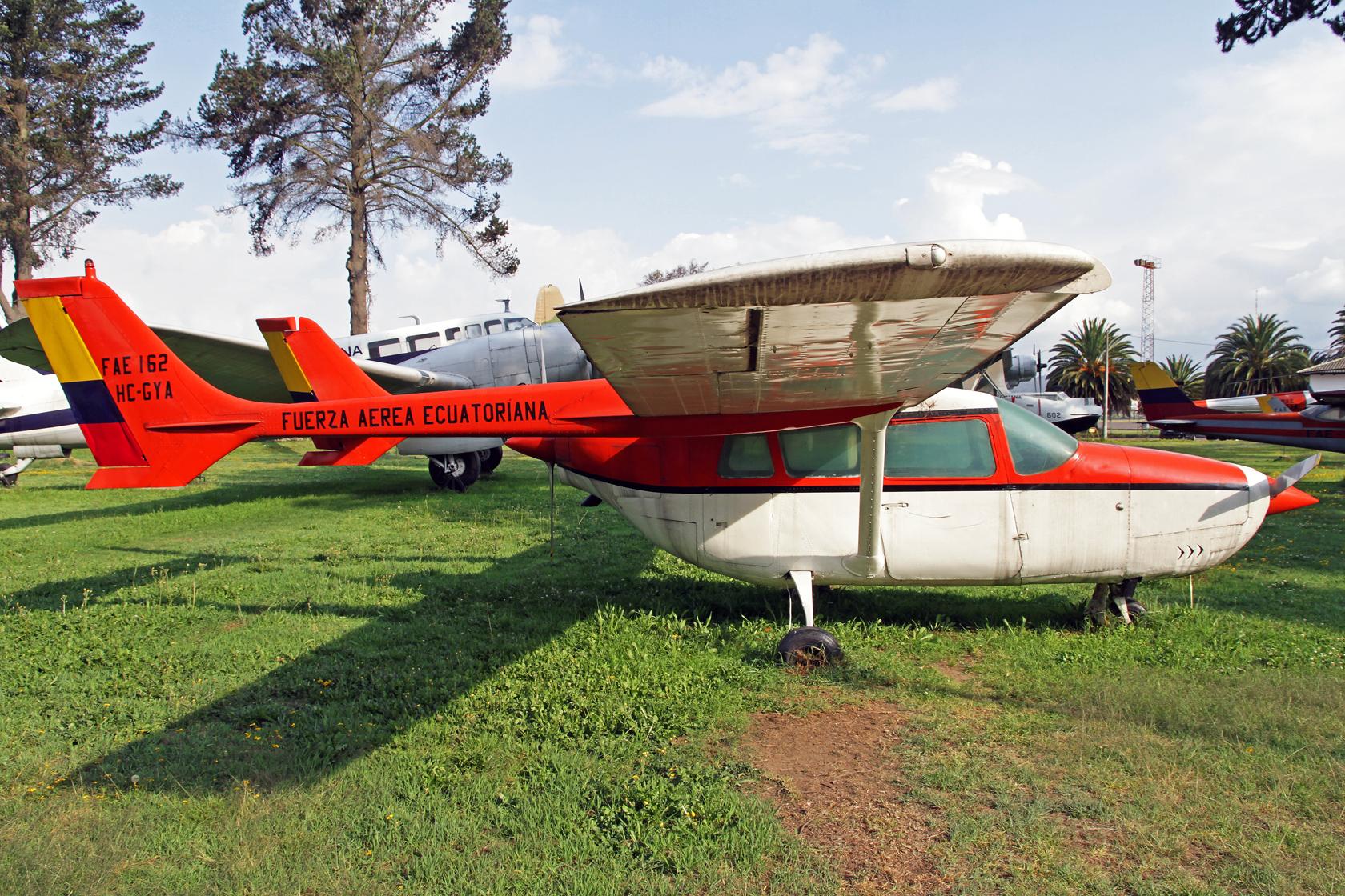 Fuerza Aérea Ecuatoriana Cessna 337 Super Skymaster FAE-162 (HC-GYA)