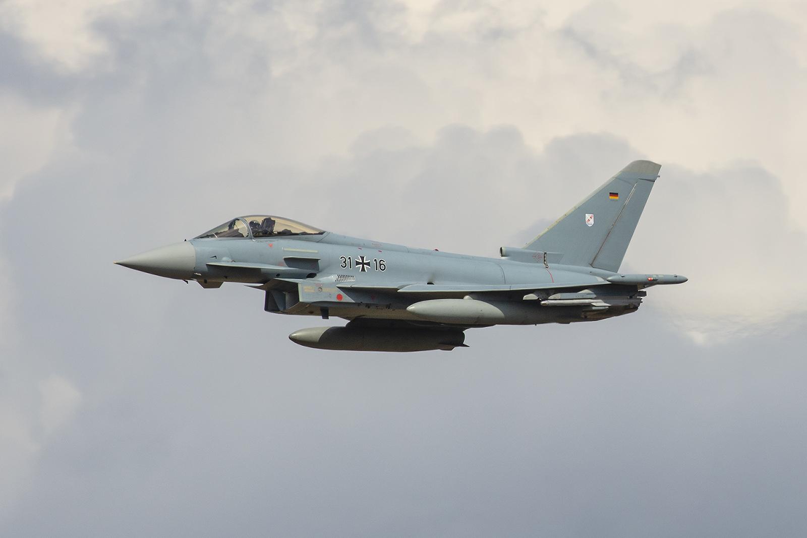 Der Eurofighter Typhoon im Lowpass.