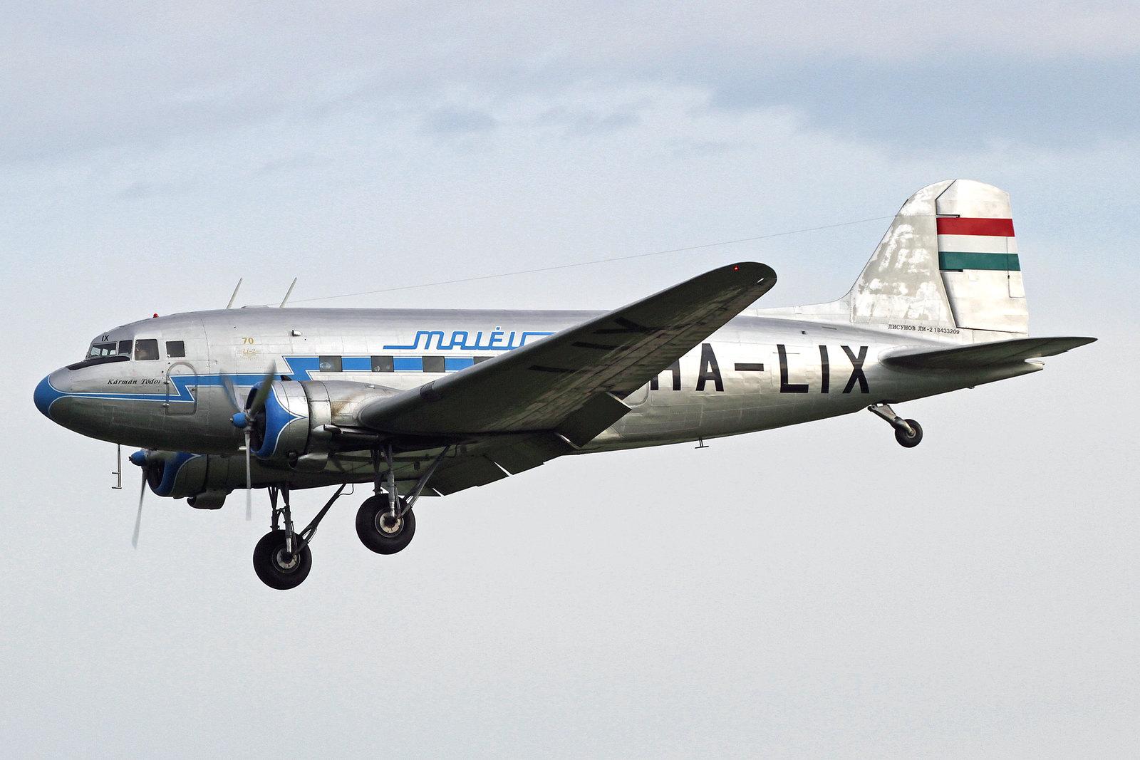 HA-LIX - Ein aussergewöhnlicher Gast in Wiesbaden war die Lisunov Li-2, eine sowjetische Version der Douglas DC-3, die dort in Lizens produziert wurde. Die HA–LIX trägt die Farben der Malév aus den 1960er. Hier ist sie beim Anflug zur Landebahn 07 .