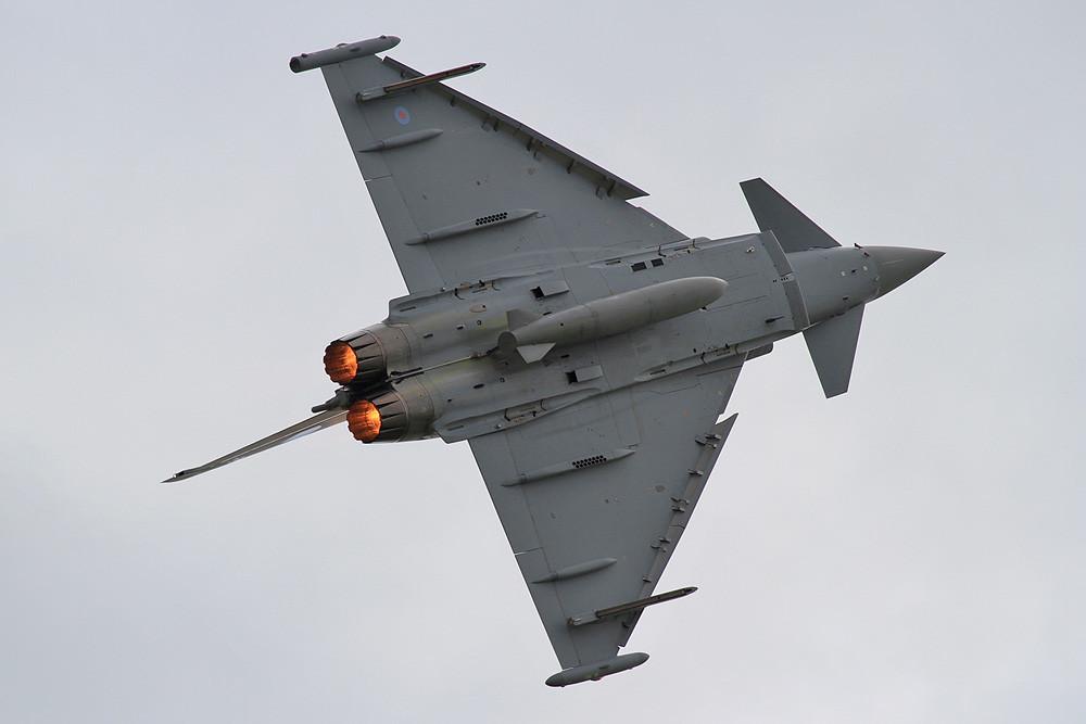 Das Eurofighter Solodisplay zeigt eindrucksvoll, wozu der Typhoon auch im Dogfight in der Lage ist.