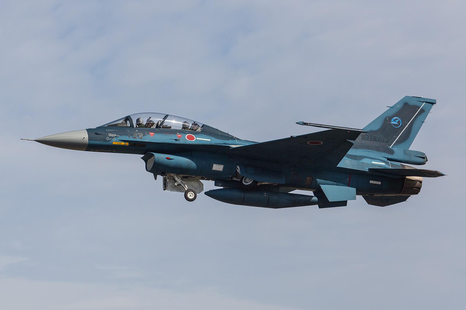 Eine Kawasaki F-2B der Staffel. Die Maschinen ähneln der amerikanischen F-16, sind jedoch deutlich größer.