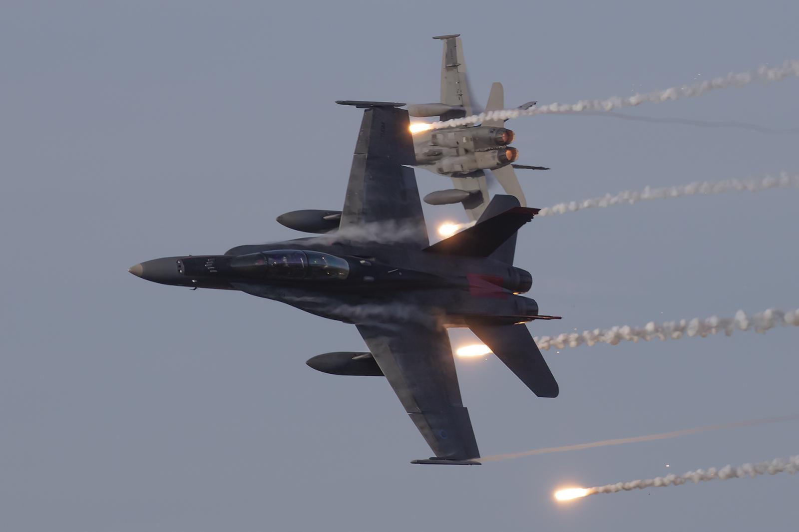 Während der Eröffnung schossen die Hornets jede Menge Flares.