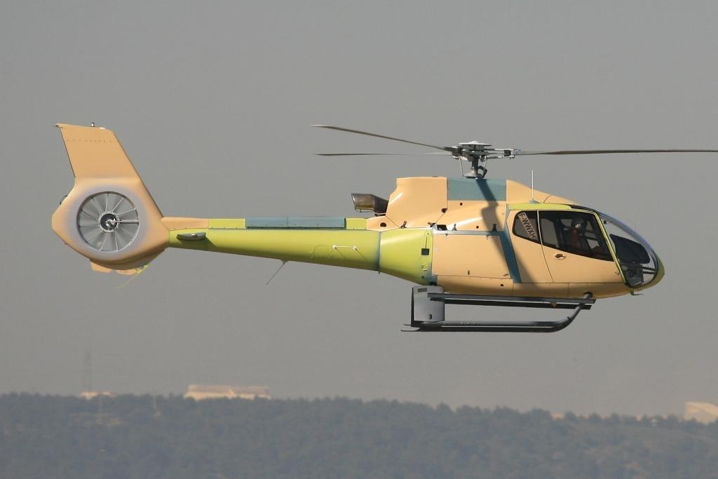Ein EC-130 in Primerlackierung.