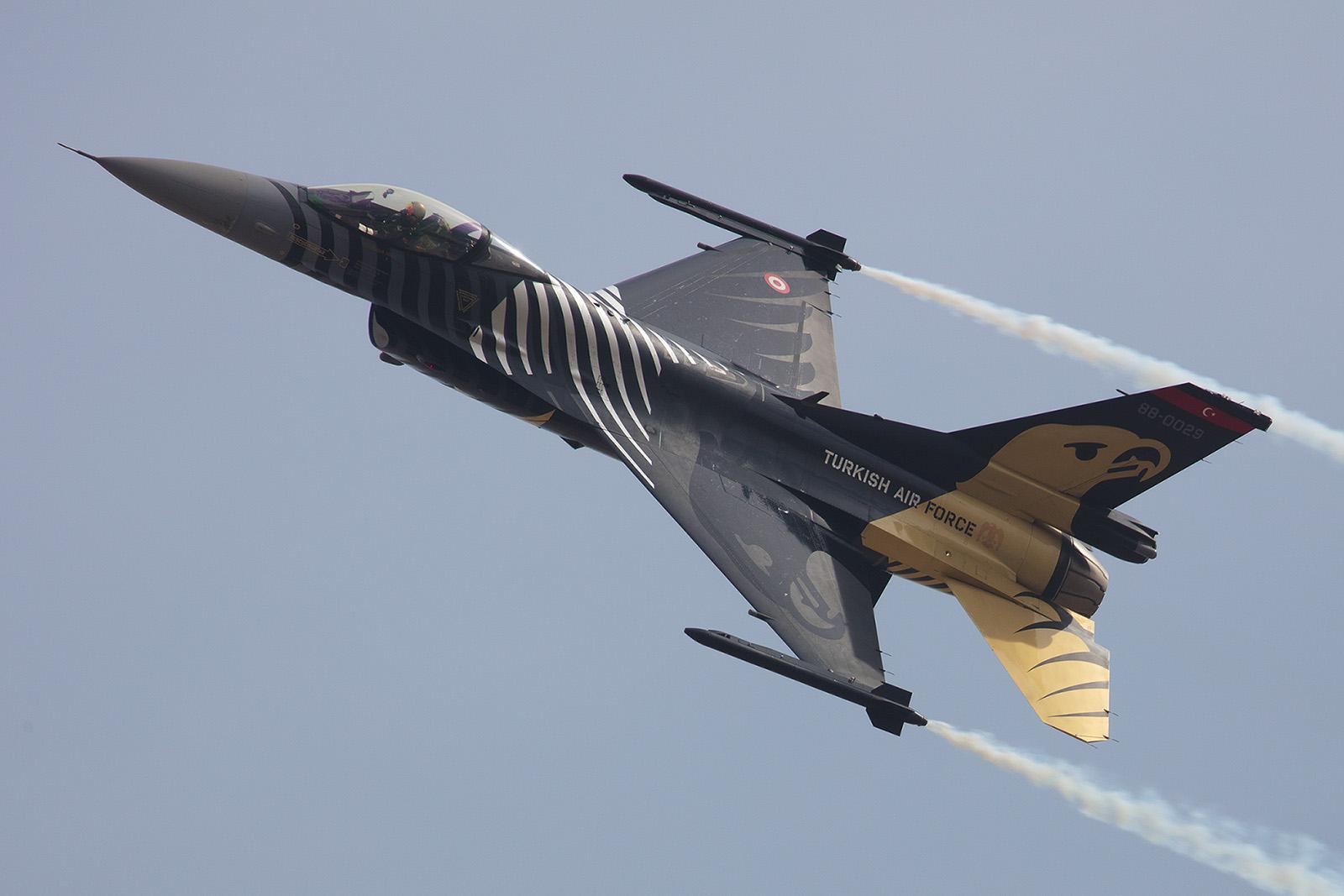 F-16 Solodisplay aus der Türkei.