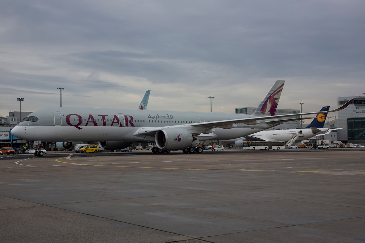 Mit ihrem langen Rumpf wirkt die A350 deutlich schlanker als der Dreamliner,....