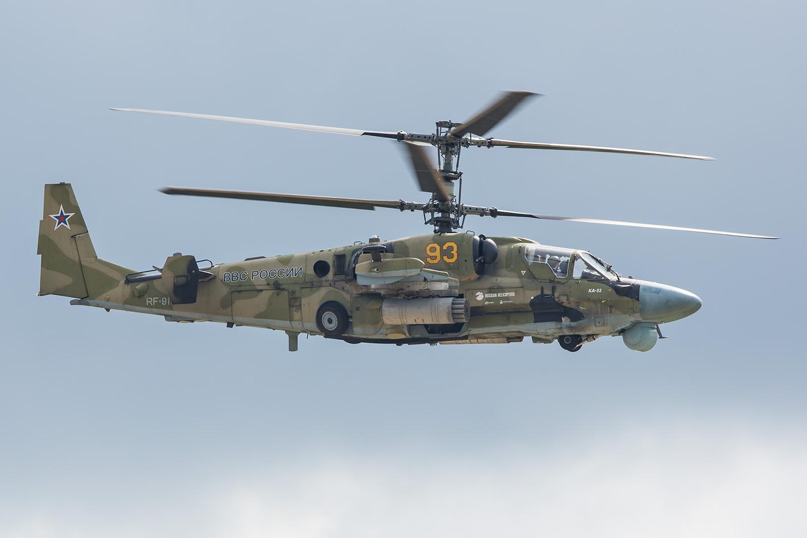 Der Kampfhubschrauber Ka-50 in seiner Vorführung.