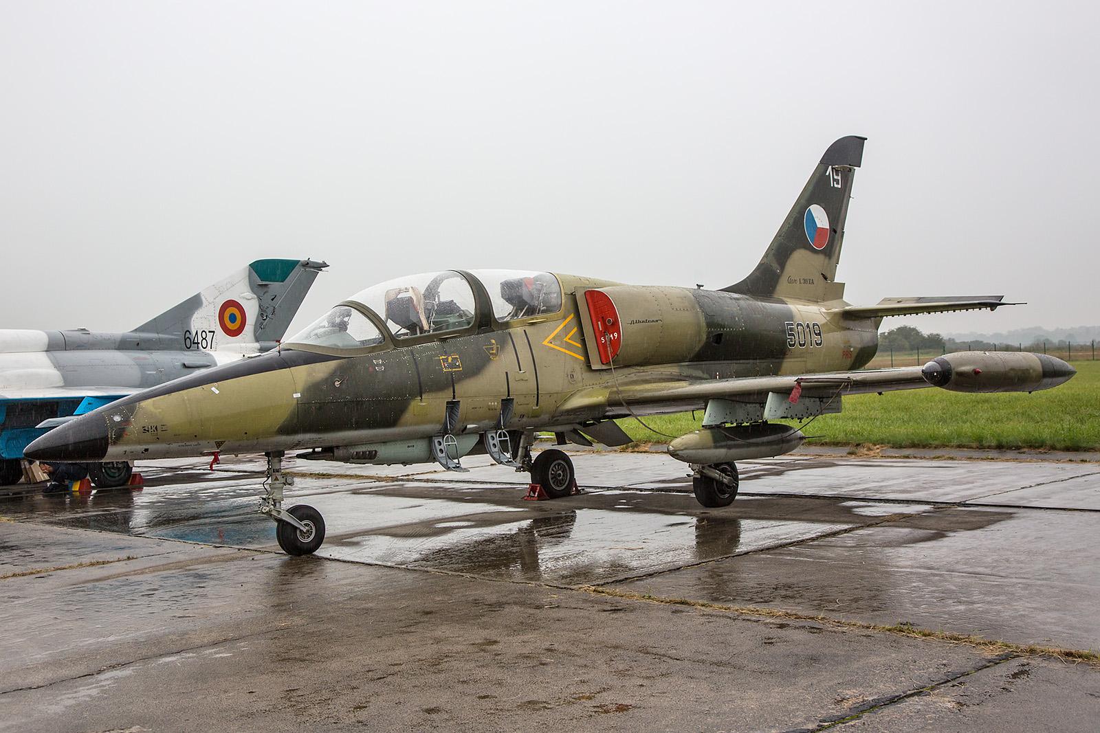 Die 5019 trägt noch die alte Tarnung der ehemaligen Luftstreitkräfte der CSSR.