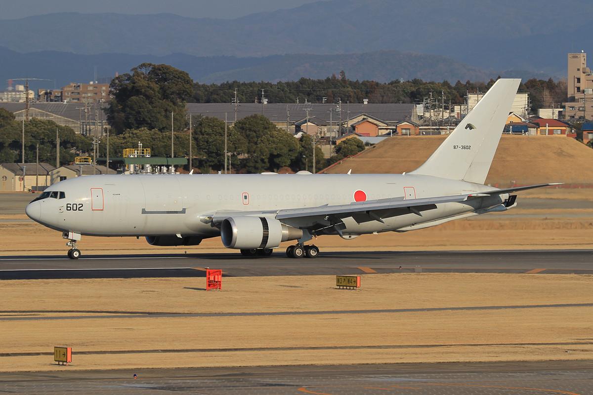 KC-767 landet nach einer Mission.