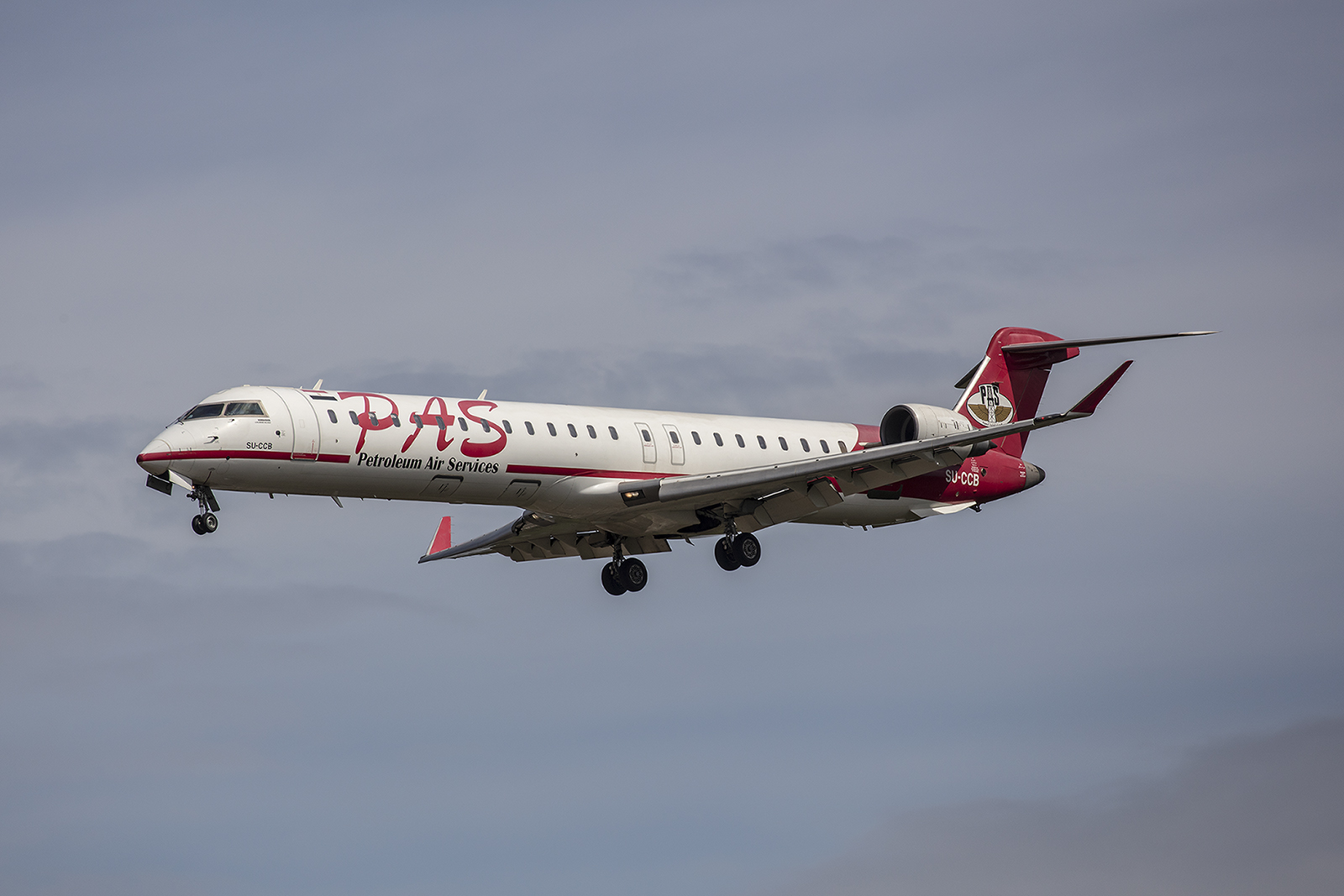 oder dieser CRJ700 der Petroleum Air Services aus Ägypten brachten Deutsche aus dem Ausland zurück.