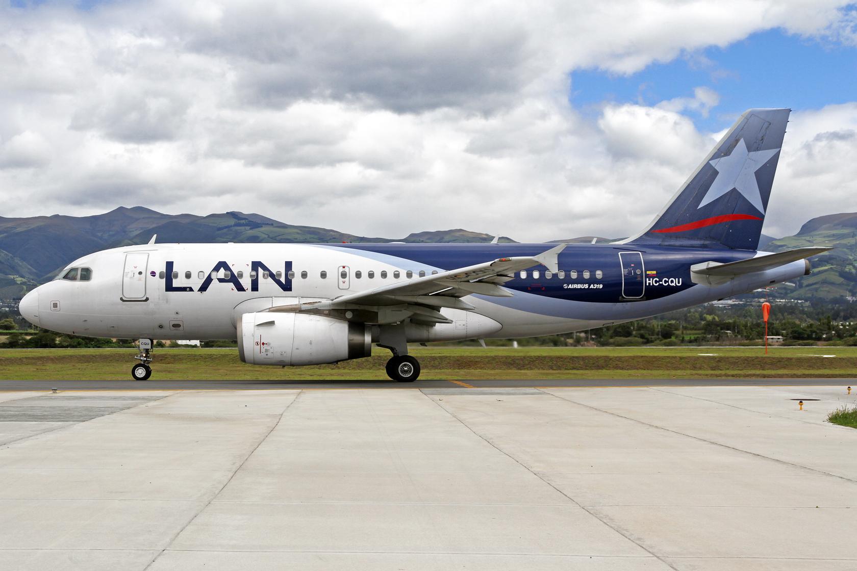 LATAM Airlines Ecuador Airbus A319-132 HC-CQU