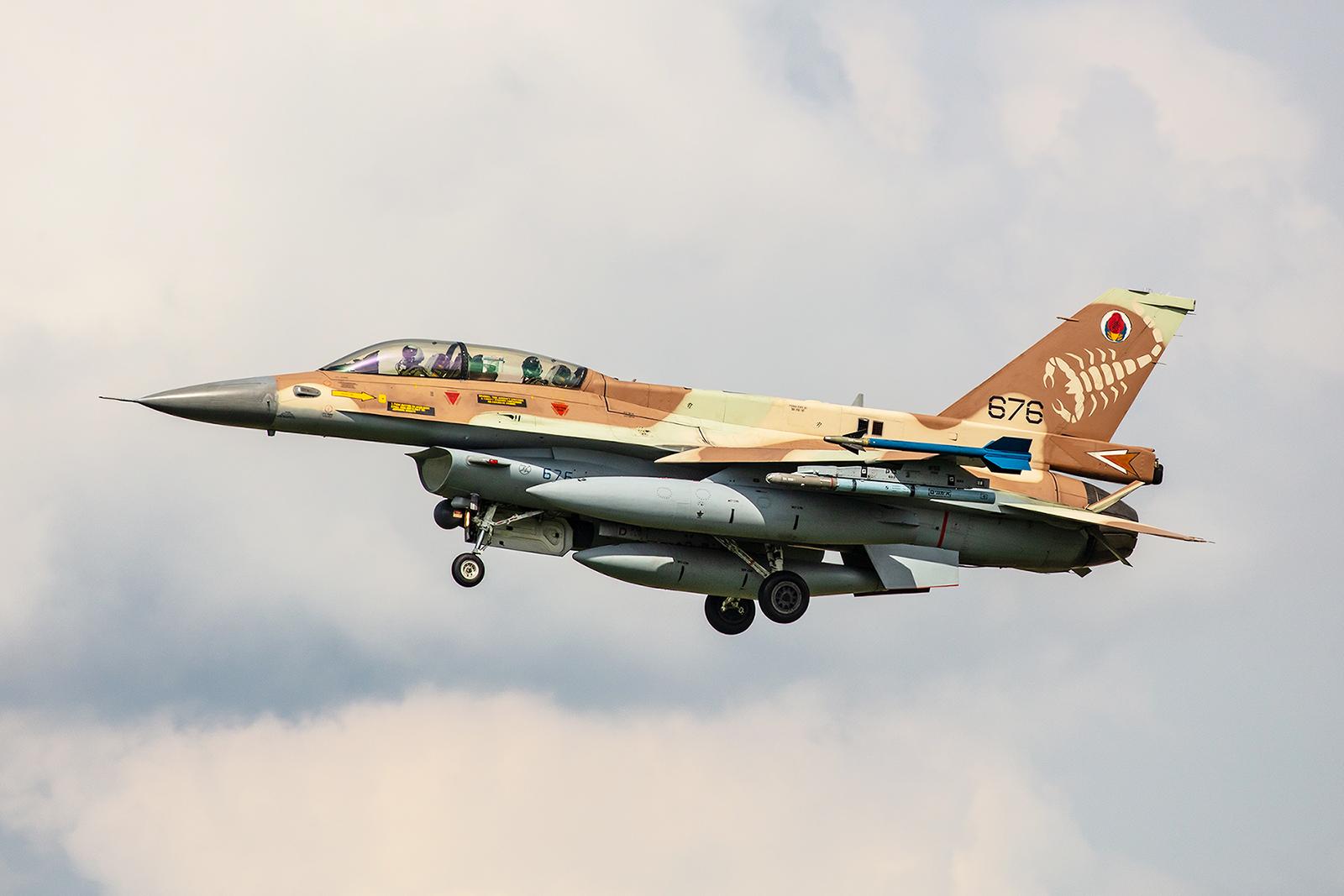 Jeweils drei Einsitzer und drei Doppelsitzer der F-16C/D Barak kamen nach Nörvenich.
