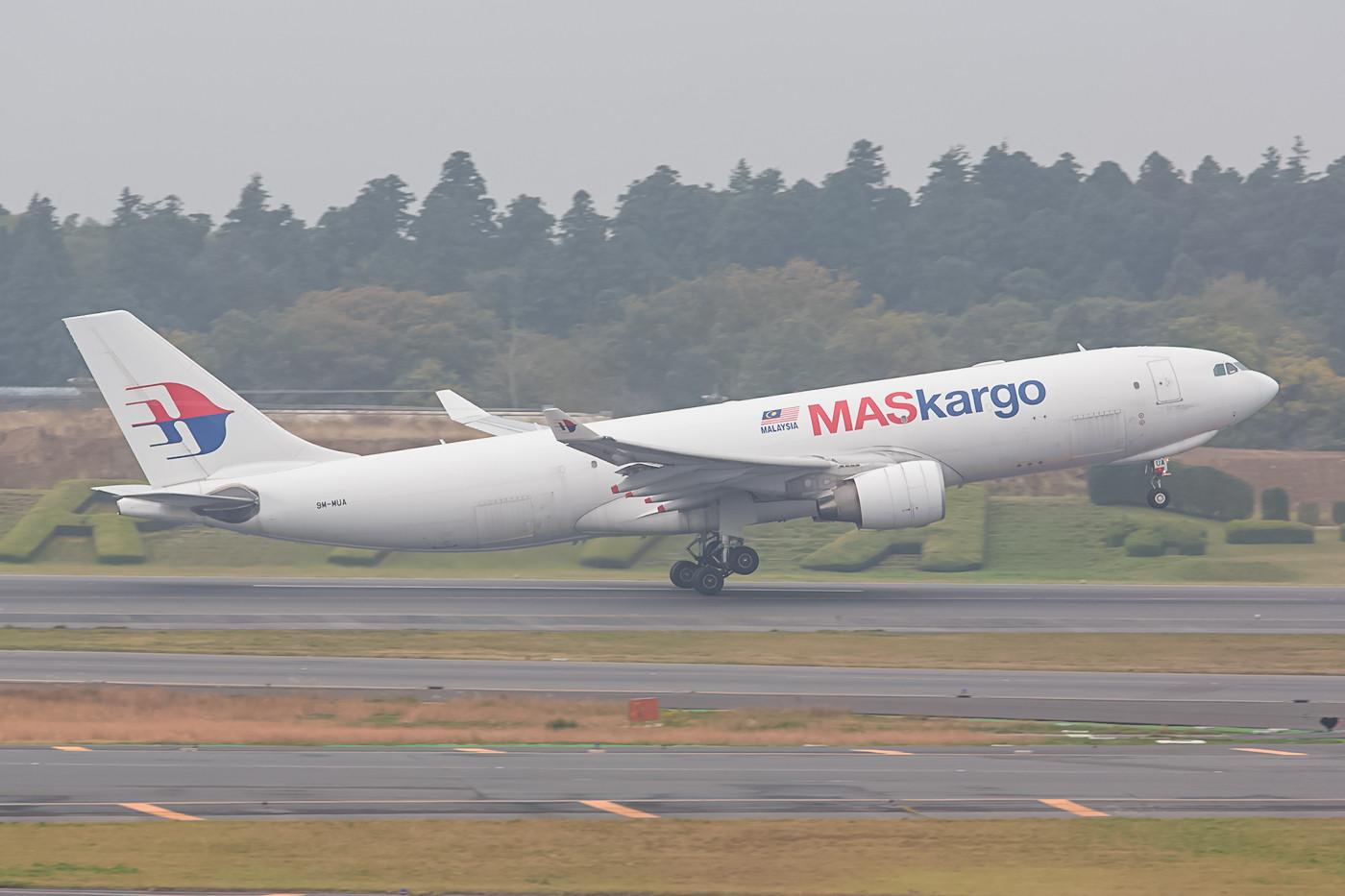 Auch im Cargobereich geht der Trend hin zum Twinjet, hier eine A 330 der Malaysia Airlines.