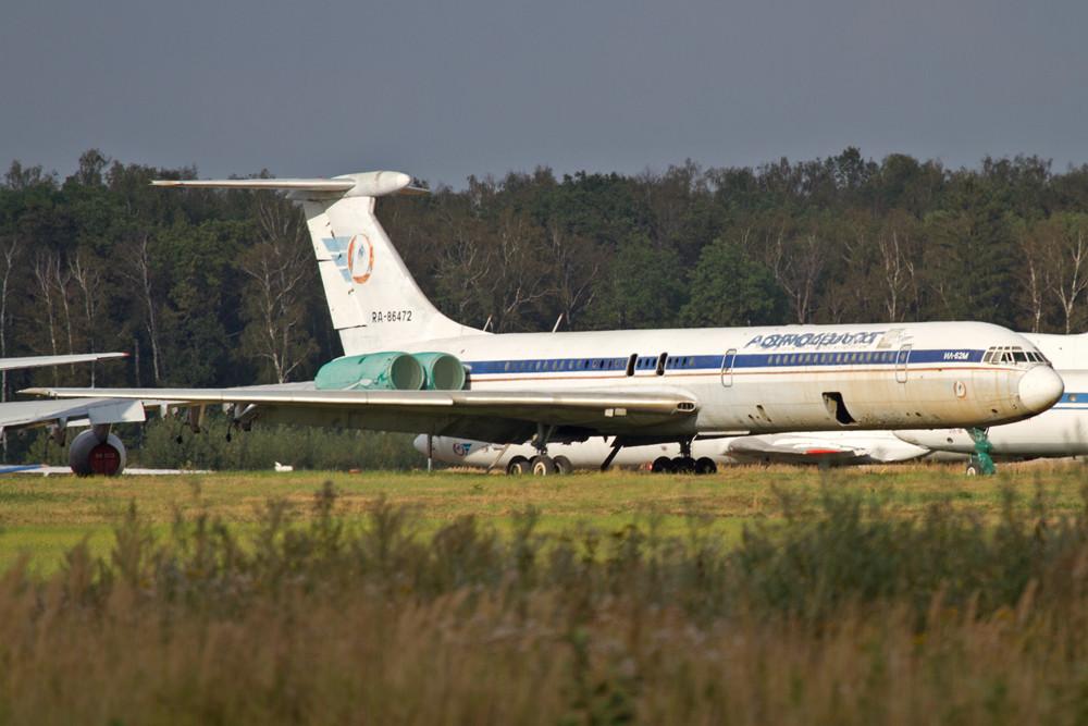Diese IL-62M hat ihre besten Tage leider auch schon hinter sich.