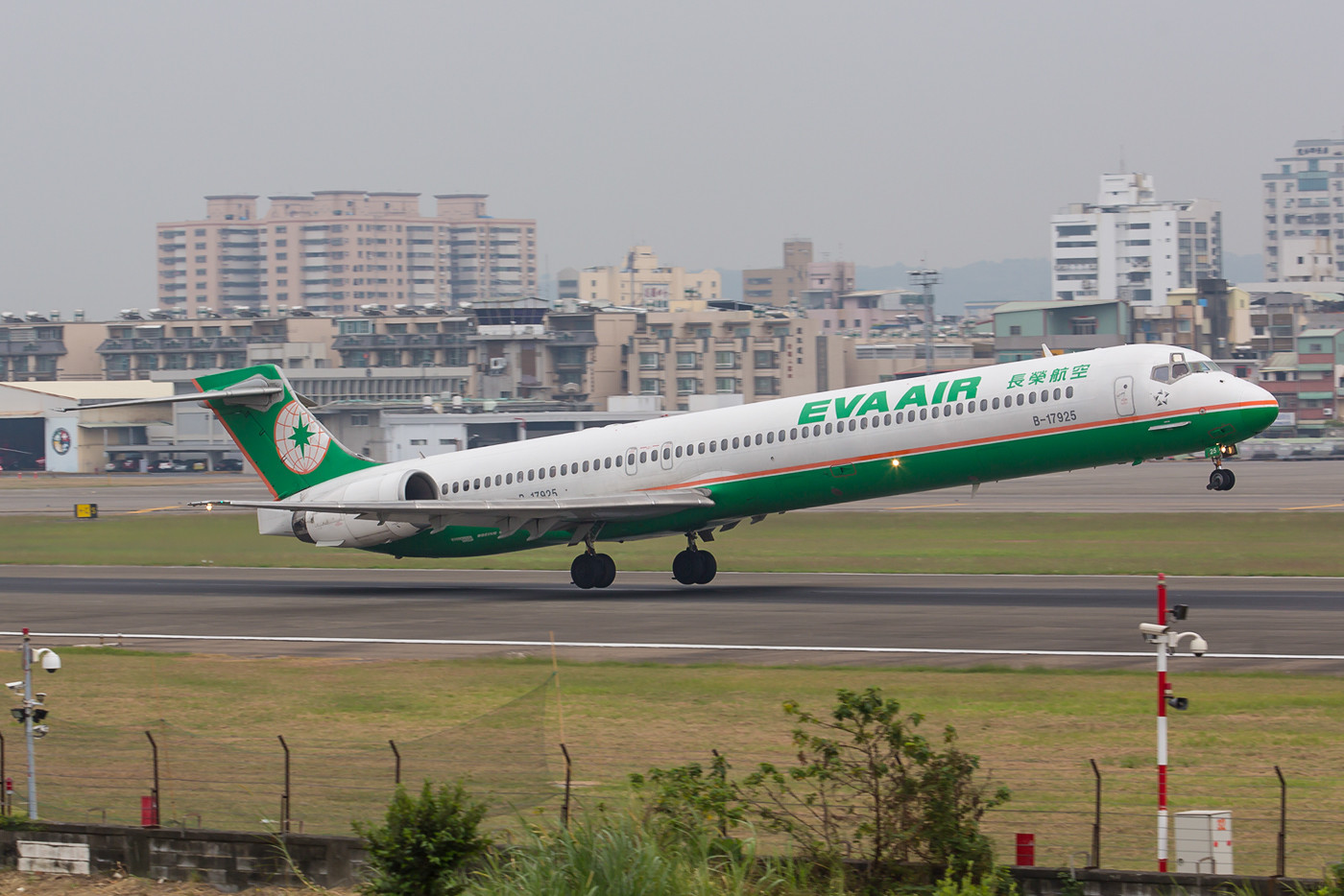 Ihr Schicksal ist bereits beschlossene Sache, im Frühjahr 2016 wird die letzte MD-90 die Flotte von Eva Airways verlassen.