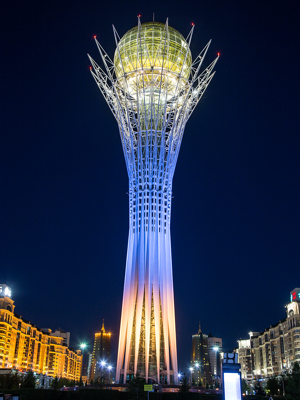Baiterektower by night